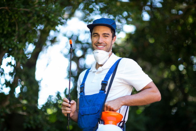 portrait-happy-insecticide-worker